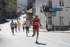 Corredores de la calle en el 29no maratón de Belgrado Imágenes de archivo libres de regalías