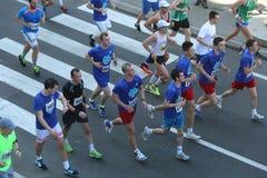 Corredores de la calle en el 29no maratón de Belgrado Fotos de archivo libres de regalías
