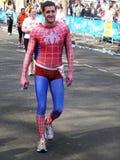 Corredores de la diversión en el maratón el 25 de abril de 2010 de Londres Fotografía de archivo
