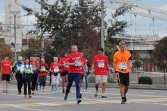 Corredores de maratón de Moscú Imágenes de archivo libres de regalías