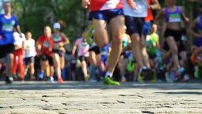 Corredores de maratona borrados Unfocused video estoque