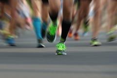 Corredores de maratona na raça, Imagem de Stock