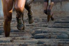 Corredores de raça da lama Fotografia de Stock Royalty Free