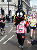 Corredores do divertimento na maratona 2ö abril 2010 de Londres Fotografia de Stock Royalty Free