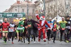 Corredores en la raza tradicional de la Navidad de Vilna imagen de archivo libre de regalías