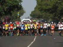 Corredores que participan en el maratón de Comerades imágenes de archivo libres de regalías