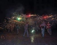 Correfocs (τρεξίματα πυρκαγιάς) - βασικό μέρος της δημιουργίας παράδοσης Στοκ εικόνες με δικαίωμα ελεύθερης χρήσης