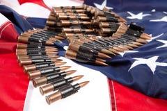 Correia de Cartidge em uma bandeira americana Fotografia de Stock Royalty Free