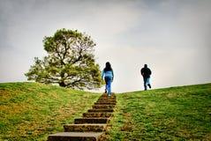 Correndo alla cima della collina Fotografia Stock