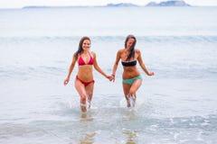 Correndo alla spiaggia Immagine Stock Libera da Diritti