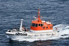 Correndo barca pilota nel Mare del Nord (Norvegia) Immagine Stock