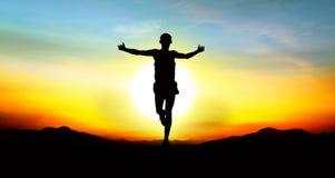 Correndo con tramonto della foto del cielo il bello Immagine Stock