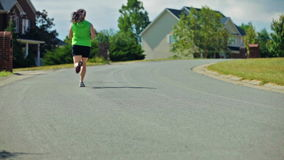 Correndo nella vicinanza stock footage