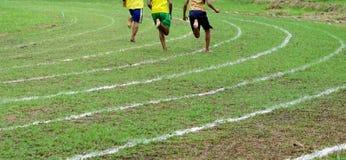 Correndo sulle linee bianche pista Fotografie Stock