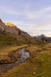 Corrente alpina di elevata altitudine nella stagione di autunno Immagini Stock Libere da Diritti