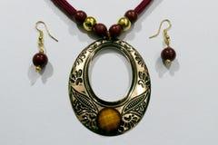 Corrente artificial indiana caseiro de Silk Thread Head do desenhista ou Maang Tikka ou bracelete clássico com coleção dos brinco imagem de stock