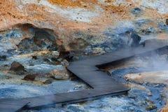 Corrente calda vicina turistica nell'area geotermica in Islanda Fotografie Stock Libere da Diritti