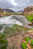 Corrente che conduce ad una cascata, Islanda Fotografie Stock Libere da Diritti