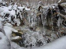 Corrente congelata della roccia Fotografia Stock Libera da Diritti