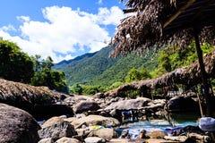 Corrente dell'acqua in alte montagne Immagine Stock Libera da Diritti
