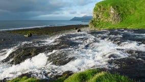Corrente dell'acqua in Islanda stock footage