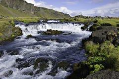 Corrente dell'Islanda con la cascata Fotografie Stock Libere da Diritti