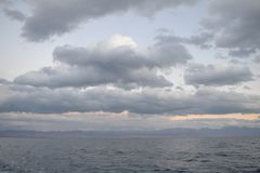 Corrente do céu e do mar e de montanha Fotos de Stock