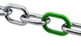 Corrente do cromo com uma ligação verde Imagens de Stock Royalty Free