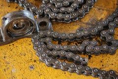 Corrente do rolo e alojamento de rolamento da máquina Foto de Stock Royalty Free