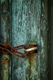 Corrente e fechamento oxidados foto de stock
