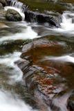 Corrente e rocce fotografia stock