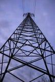 Corrente elétrica alta principal do pilão alto da eletricidade Foto de Stock