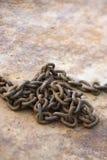 Corrente no metal oxidado. Imagens de Stock