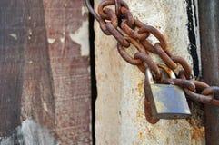 Corrente oxidada do cadeado e do metal Fotografia de Stock
