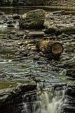 Corrente precipitante a cascata Fotografia Stock Libera da Diritti