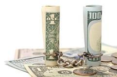 Corrente relacionada de duas notas de dólar Fotos de Stock