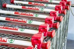 A corrente varejo multinacional holandesa e a concessão Spar o logotipo na loja o 28 de março de 2012 em Matrei em Osttirol, Áust foto de stock