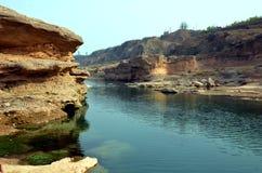 Correnti del canyon del fiume di Xi'an Jinghe Fotografia Stock