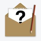 Correo con el signo de interrogación en el papel de nota Fotos de archivo libres de regalías