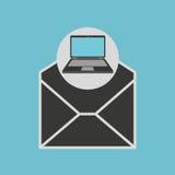 Correo del correo electrónico del sobre del ordenador portátil Foto de archivo libre de regalías