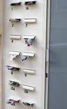 Correo directo en letterbox imagenes de archivo