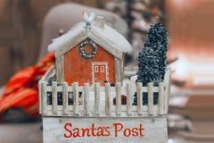 Correo Papá Noel del buzón del vintage ` S del Año Nuevo de los posts y la Navidad Foto de archivo libre de regalías