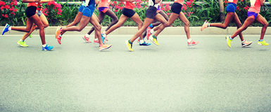 Correre maratona degli atleti Immagine Stock Libera da Diritti