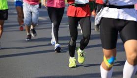 Correre maratona degli atleti Fotografia Stock
