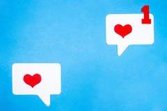 Correspondência do amor no formulário eletrônico Conceito social do bate-papo dos meios fotografia de stock