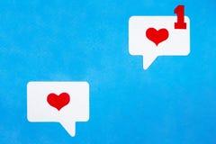 Correspondência do amor no formulário eletrônico Conceito social do bate-papo dos meios imagens de stock royalty free