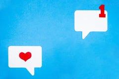 Correspondência do amor no formulário eletrônico Conceito social do bate-papo dos meios fotografia de stock royalty free