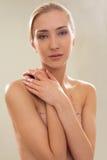 Correzione femminile Topless del seno Fotografia Stock