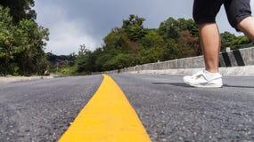 Corrida através da linha amarela Foto de Stock