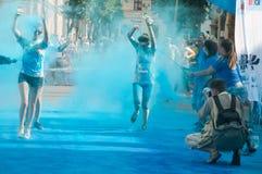 A corrida da cor é uma raça hospedada mundial do divertimento Fotografia de Stock Royalty Free